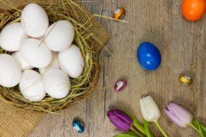 Eier Ostern Blüten Tulpen Holz