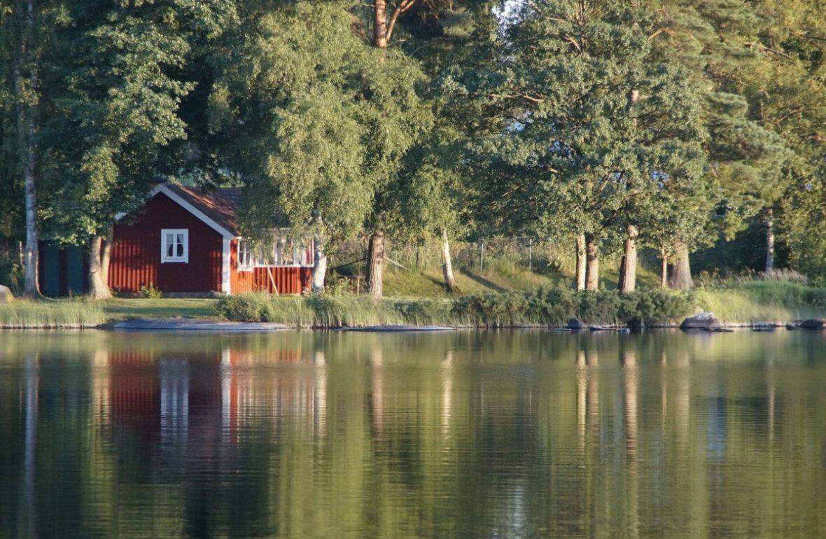 Småland rotes Haus See Schweden