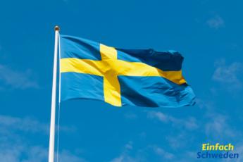 Schwedischer Nationalfeiertag Schweden Fahne Flagge blauer Himmel
