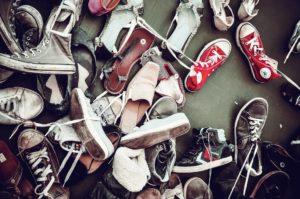 Schuhe Durcheinander viele Schuhe Schweden Fettnäpfchen