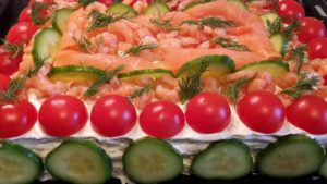Smörgåstårta_Lachs Sandwichtorte herzhaft Schweden Tomate Gurke Krabben Lachs